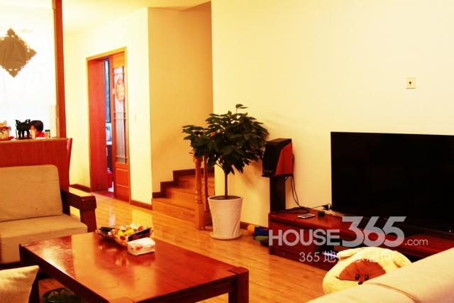 明月港湾4室2厅2卫145.84平方2004年产权房精装