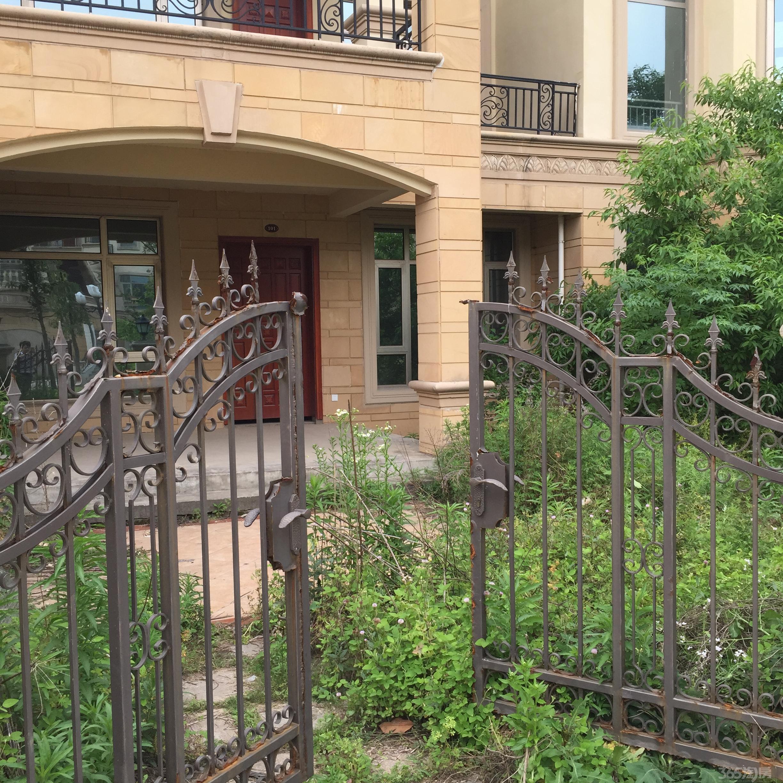 联排别墅西边户,南边山地缺西南角,这样的别墅问题上有风水院子地下室渗水院子图片