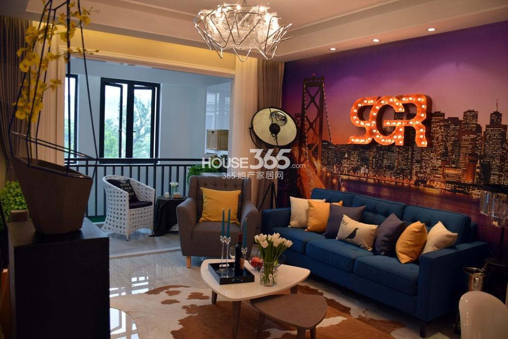 银亿东城B1户型样板间——客厅