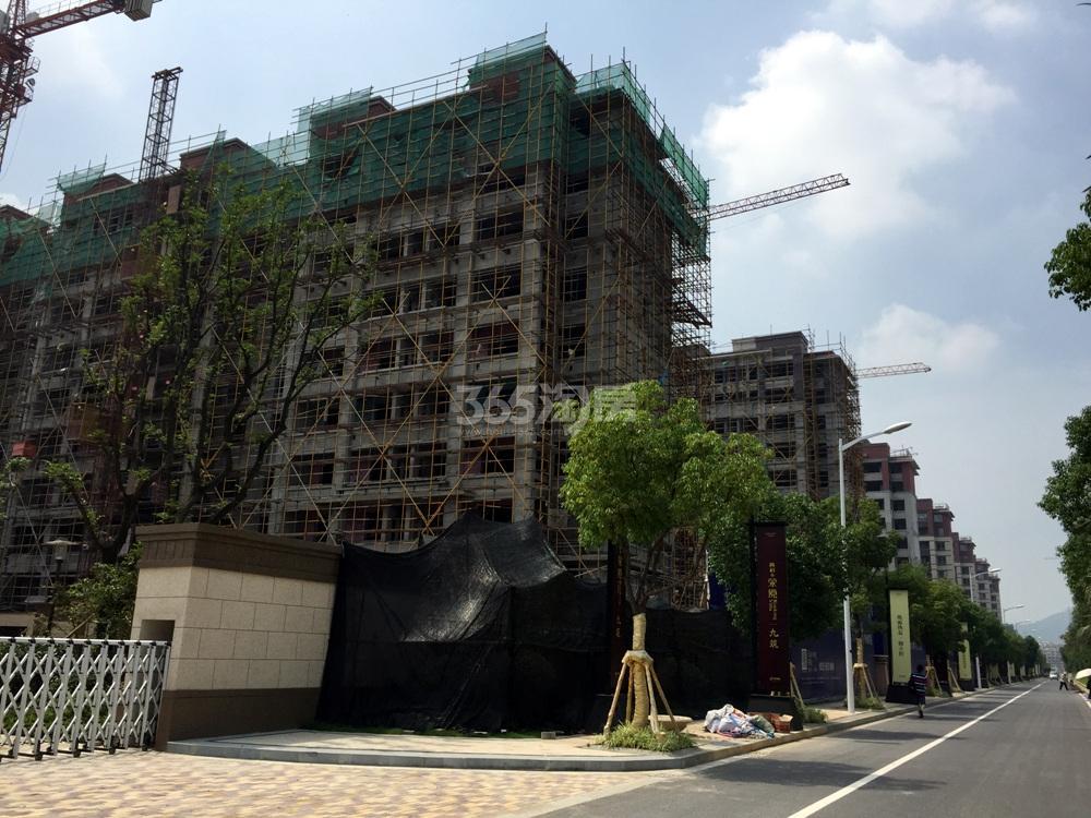 高科荣境幼儿园后面的楼栋实景图(7.5)