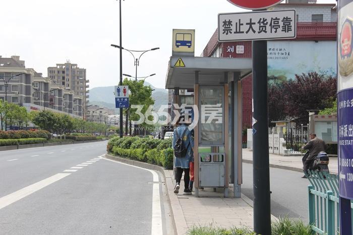 雅居乐国际花园周边配套——公交站台