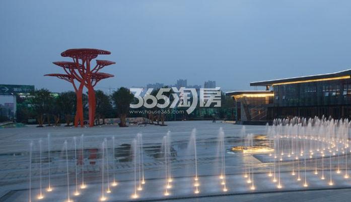 国润城实景图广场(2017.4.25)