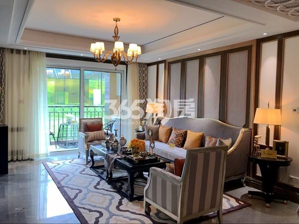 阳光100阿尔勒·星空洋房287平A1跃层样板间客厅
