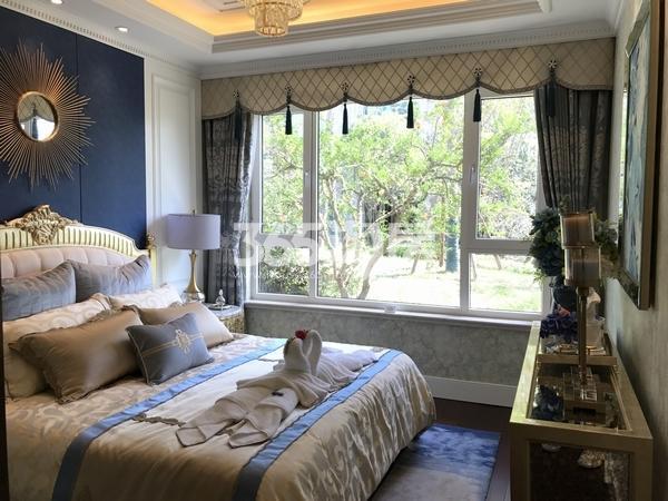 蓝光公园华府110平样板房卧室